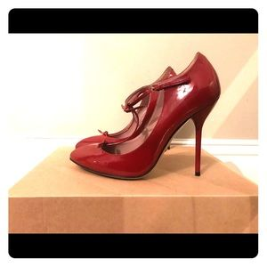 GENUINE Gucci Red Leather pumps